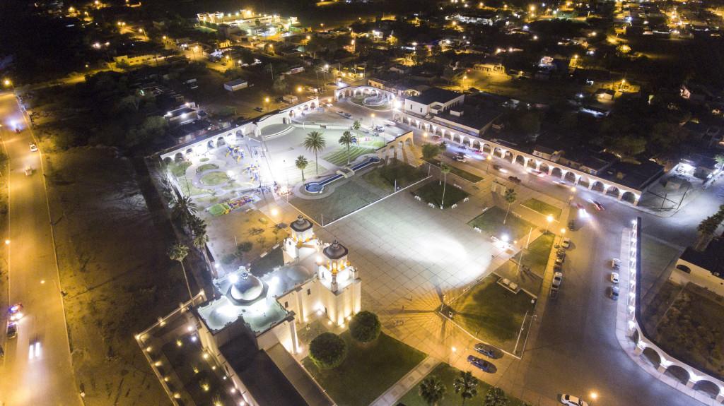 Pueblo Viejo de noche letras iluminadas Caborca Mario Ruiz Madrigal